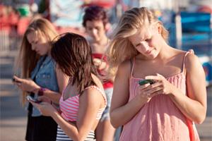 Abhängigkeit mit dem Smartphone (©tentotwenty.com)