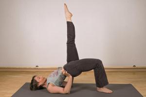 Beate Luger im Pilates-Trainung ohne Gerät