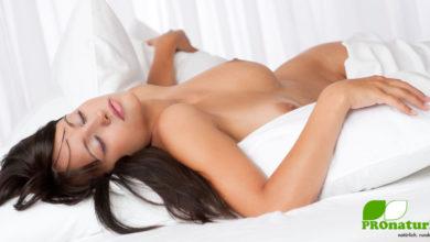 Lauwarm duschen und nackt ins Bett erleichtert das Einschlafen bei Hitze in der Nacht (©123rf.com)
