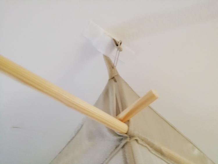 DIY-Klebeaufhängung; Bildnachweis: © Jill Möbius